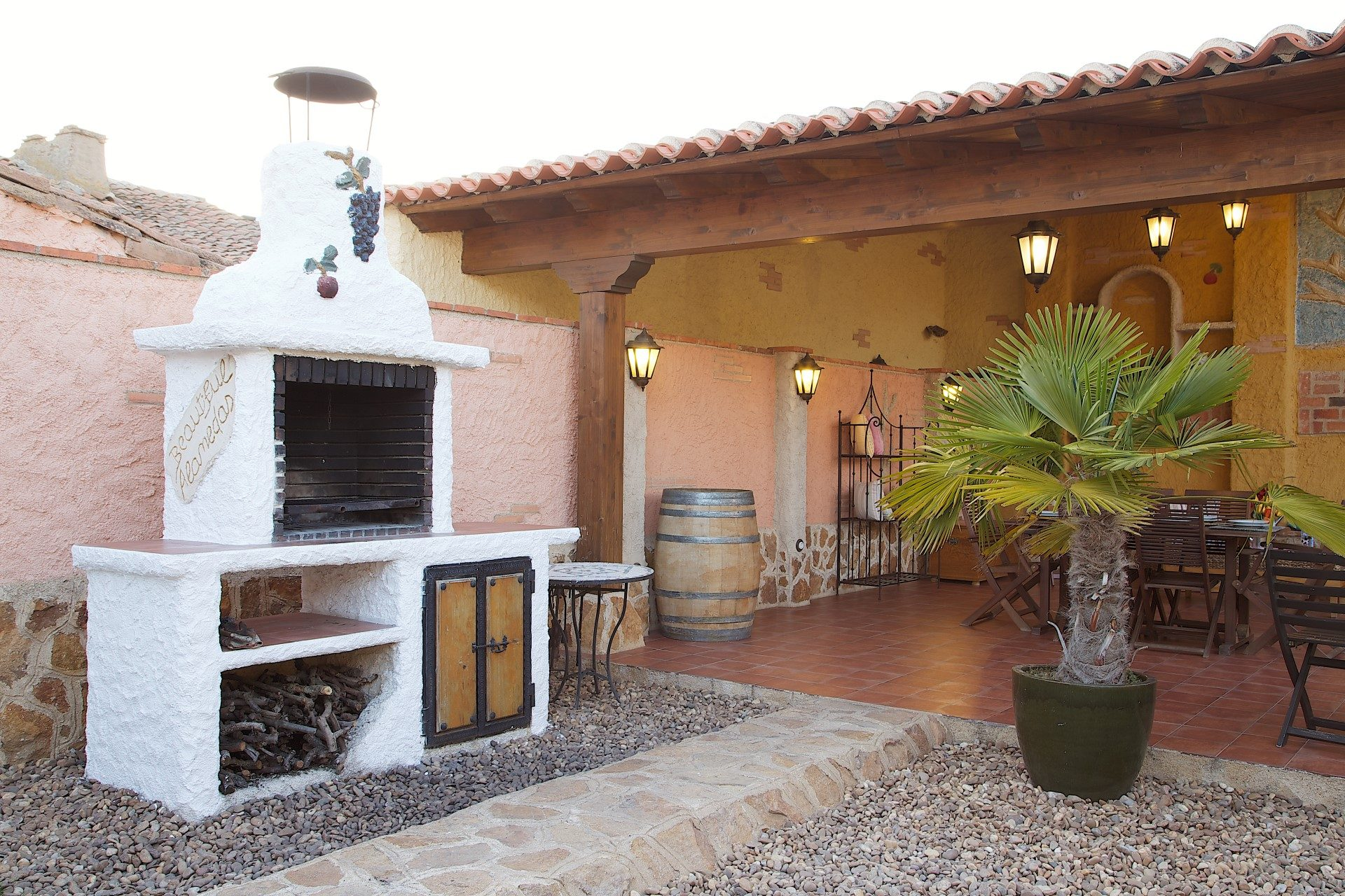 La casa rural beautiful alamedas es una casa con encanto for Casetas de jardin con porche