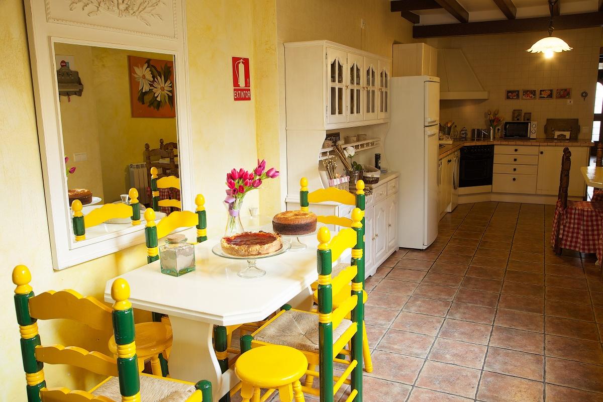 La casa rural beautiful alamedas es una casa con encanto for Comedor completo a la meta