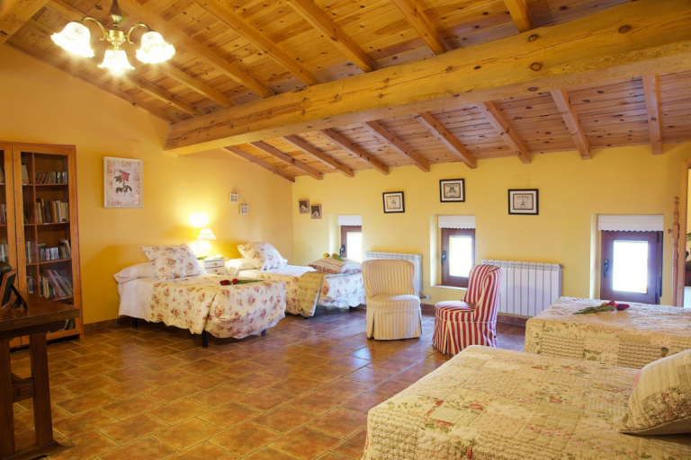 small boutique luxury hotels, rental villas and holiday homes Salamanca, Segovia, Avila, Valladolid, Castile and Leon, Spain